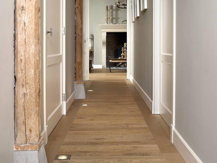 Ingebouwde spots:  Gang en hal door Nobel flooring
