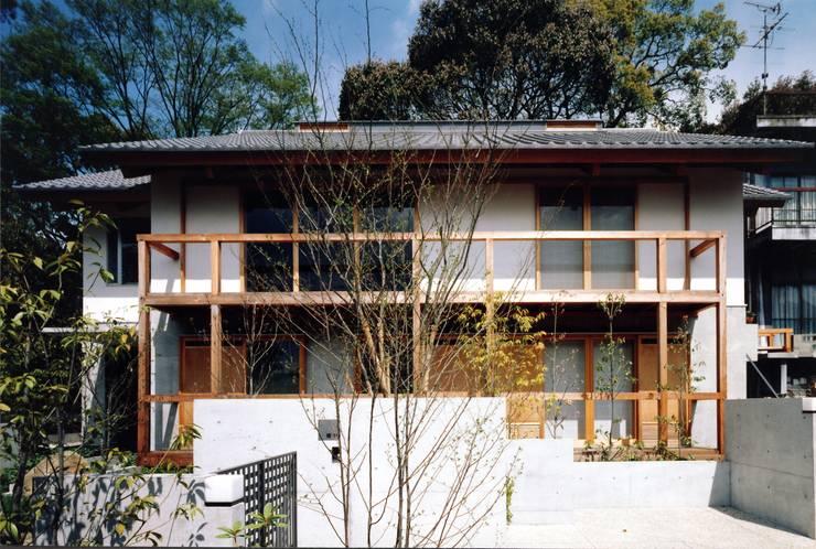 Casas de estilo  por primavera