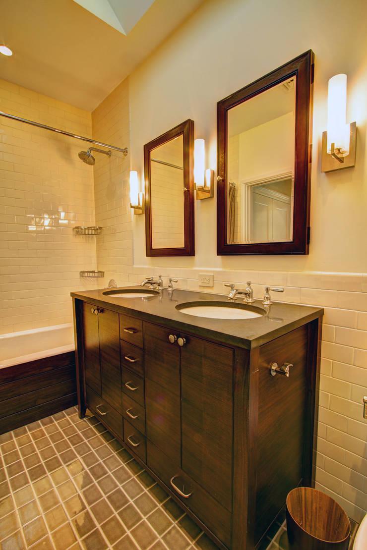 Park Slope Brownstone:  Bathroom by Ben Herzog Architect