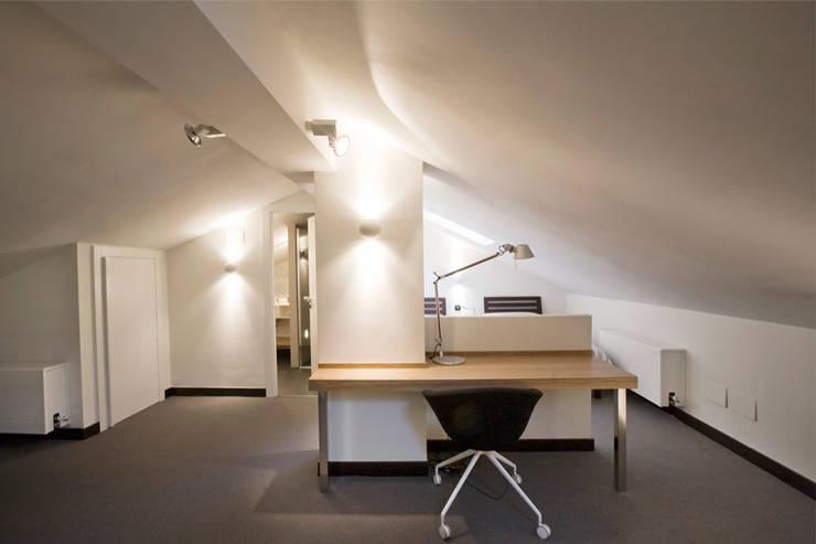 Proyecto de decoracion y ejecución de vivienda con terraza en Loiu (Vizcaya), por Sube Susaeta Interiorismo: Estudios y despachos de estilo moderno de Sube Susaeta Interiorismo