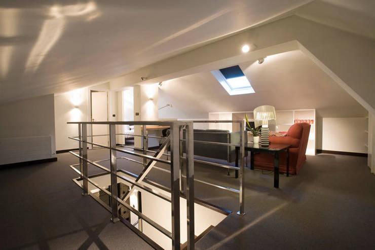 Proyecto de decoracion y ejecución de vivienda con terraza en Loiu (Vizcaya), por Sube Susaeta Interiorismo: Estudios y despachos de estilo  de Sube Susaeta Interiorismo