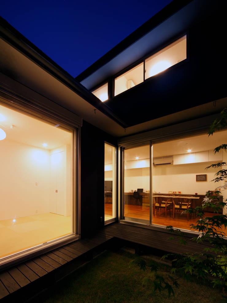 光庭 夕景: atelier mが手掛けた庭です。