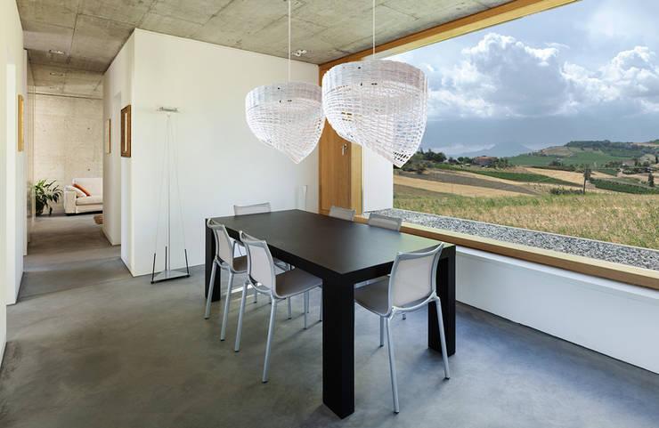 Lampa Oslo: styl , w kategorii Jadalnia zaprojektowany przez Barbórka Design