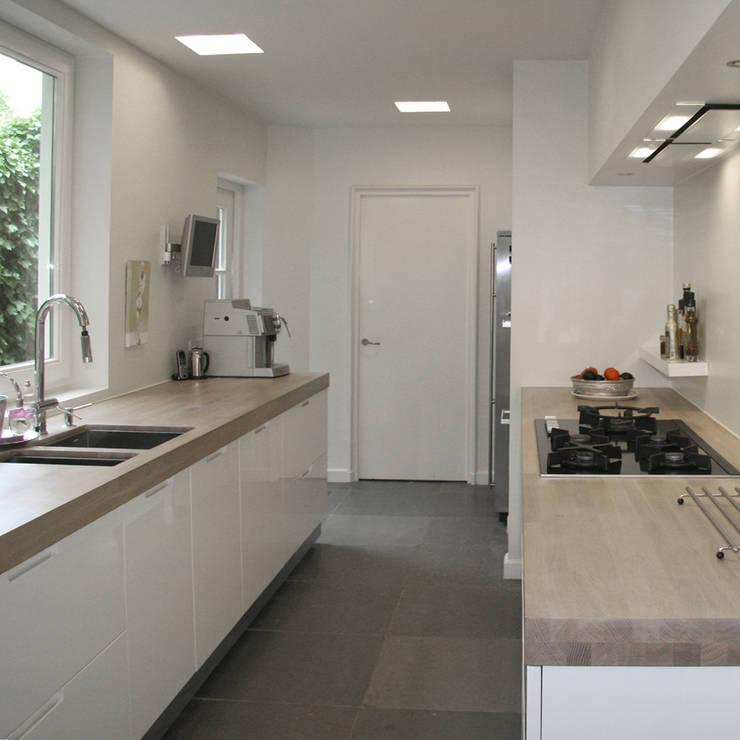 Klassieke Villa, Tilburg:  Keuken door Doreth Eijkens   Interieur Architectuur