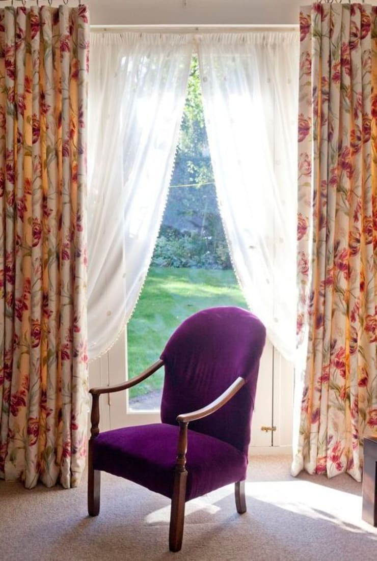 Dress Curtains and Voiles:  Living room by Grey Soft Furnishings