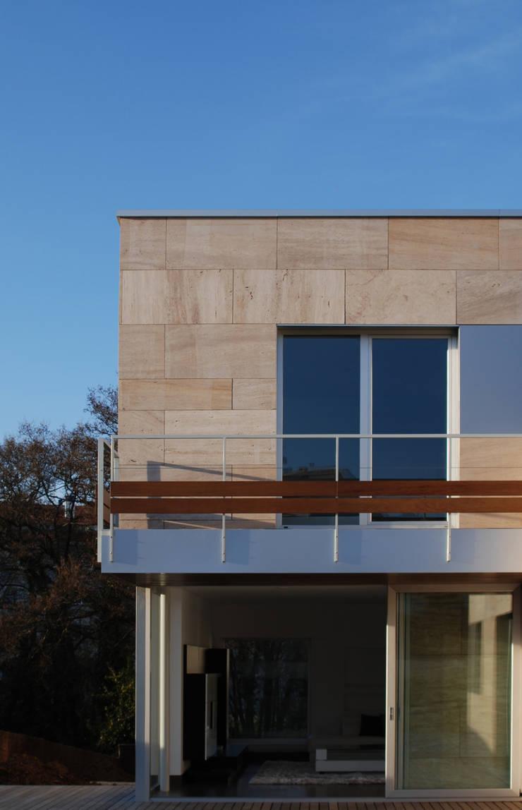 CASA MP: Terrazas de estilo  de GLF arquitectos