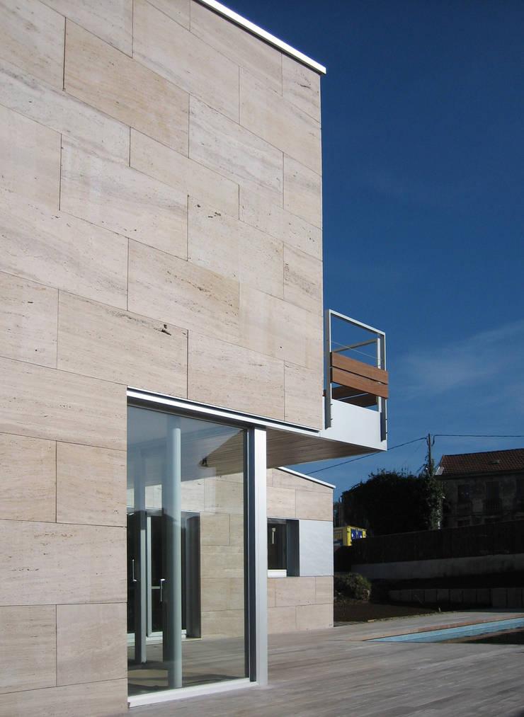 CASA MP: Casas de estilo  de GLF arquitectos