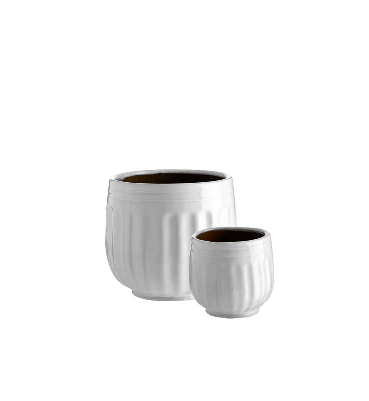 Ceramic Plant Pots:  Living room by Andrassy Living