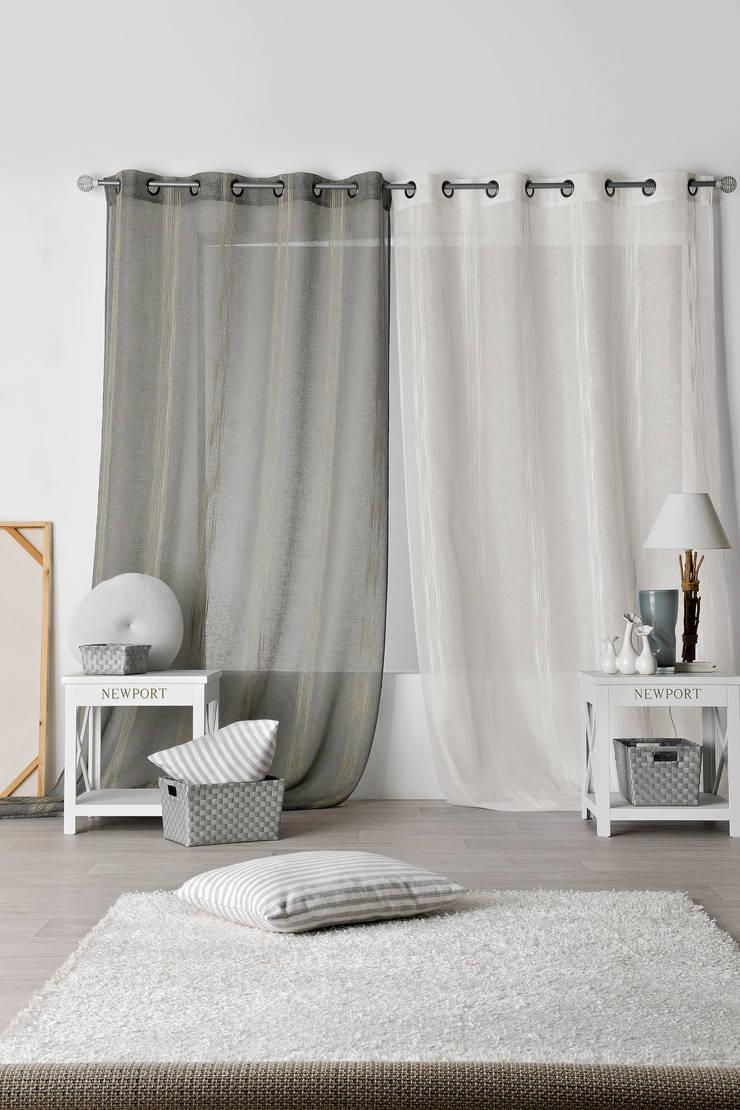 Rideaux prêts à poser>Vintage>Rayés>ALTIPLANO: Maison de style  par So Textil