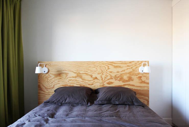 tête de lit: Chambre de style  par cambiums