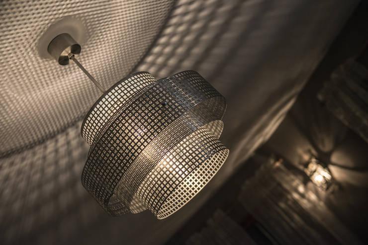 Beijing: styl , w kategorii Biurowce zaprojektowany przez Archerlamps - Lighting & Furniture