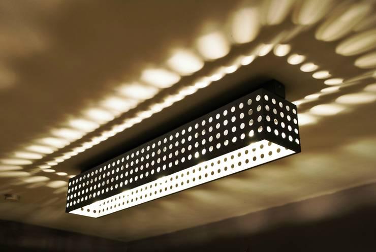 POLKADOTS & MOONBEAMS: styl , w kategorii Korytarz, hol i schody zaprojektowany przez Archerlamps - Lighting & Furniture