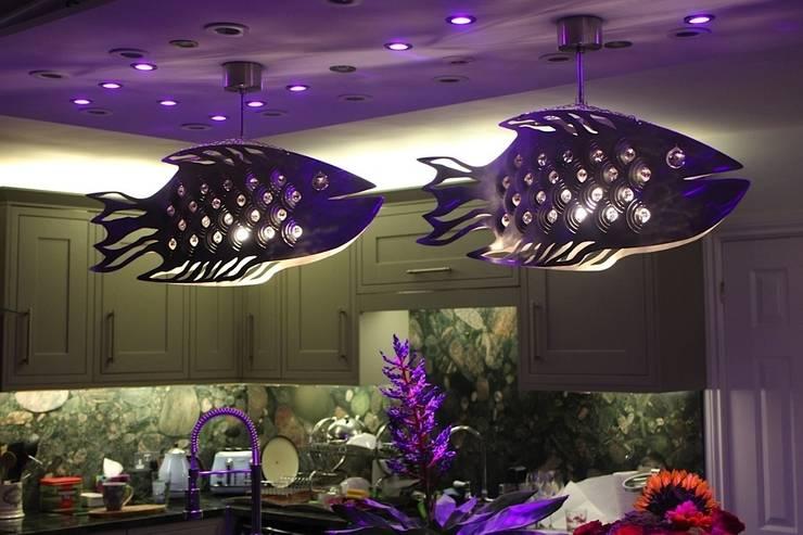 Cod Fish: styl , w kategorii Jadalnia zaprojektowany przez Archerlamps - Lighting & Furniture