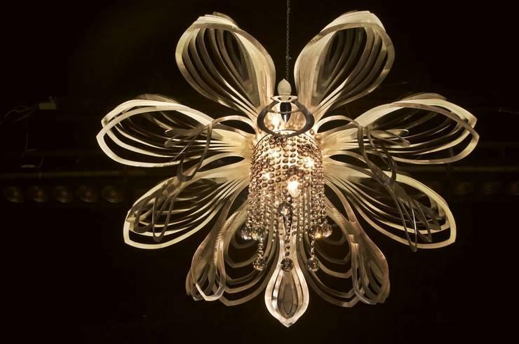 Christina: styl , w kategorii Jadalnia zaprojektowany przez Archerlamps - Lighting & Furniture