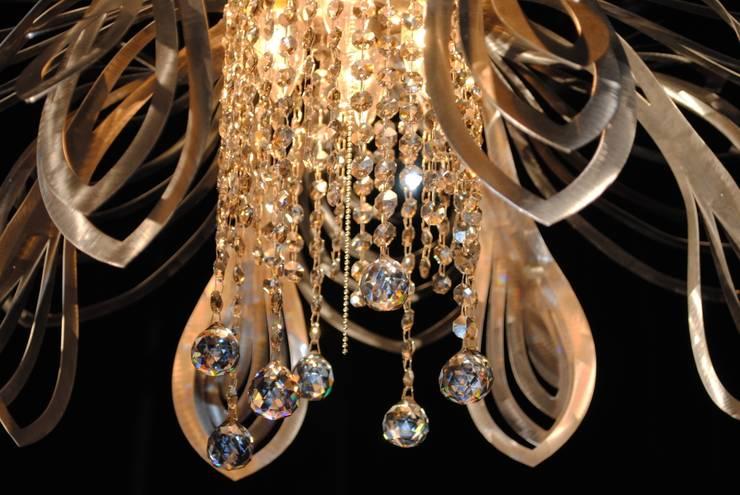 Christina: styl , w kategorii Salon zaprojektowany przez Archerlamps - Lighting & Furniture