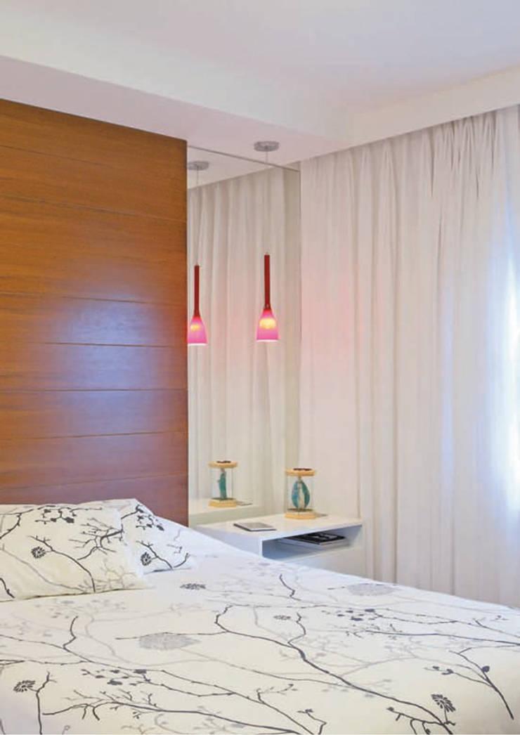 Dormitório do casal: Quartos  por ArkDek,Eclético