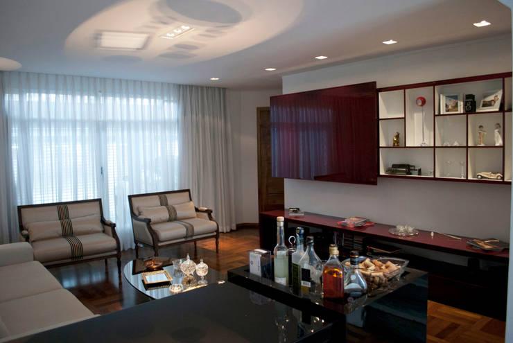 Sala de estar: Salas de estar  por ArkDek,Eclético