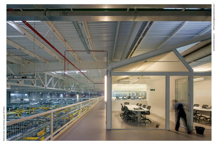 PRO: Edifícios comerciais  por LoebCapote Arquitetura e Urbanismo