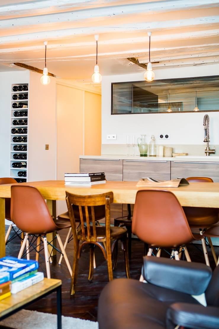 Appartement Montorgueil Paris: Salle à manger de style  par Hélène de Tassigny