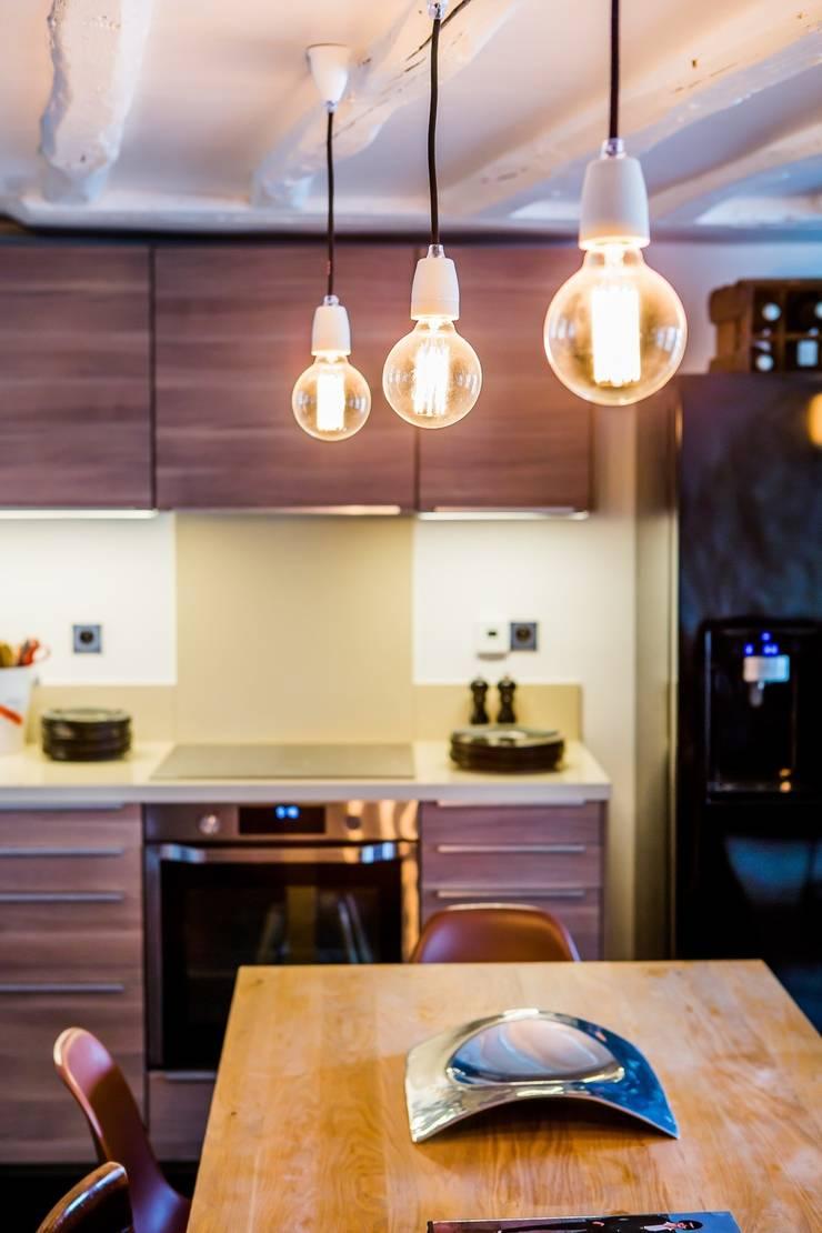 Appartement Montorgueil Paris: Cuisine de style  par Hélène de Tassigny