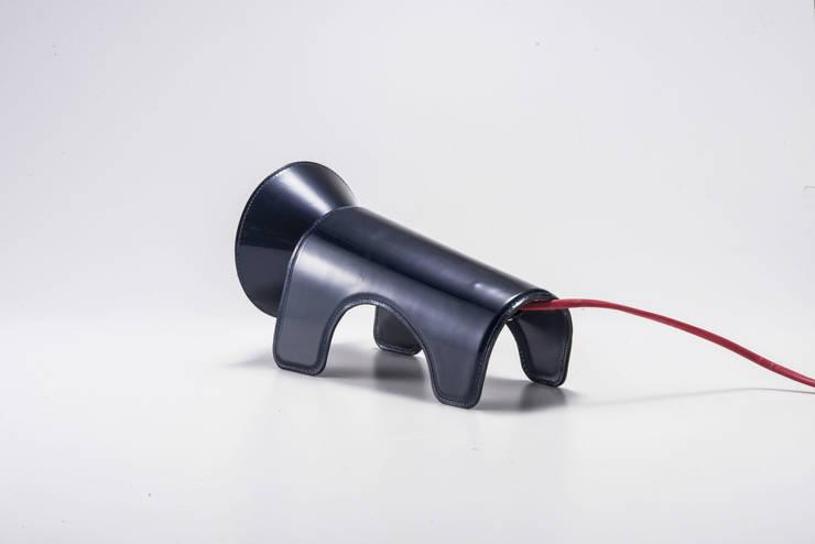 Lion Penseur lampe: i-CLUE DESIGN의  가정 용품