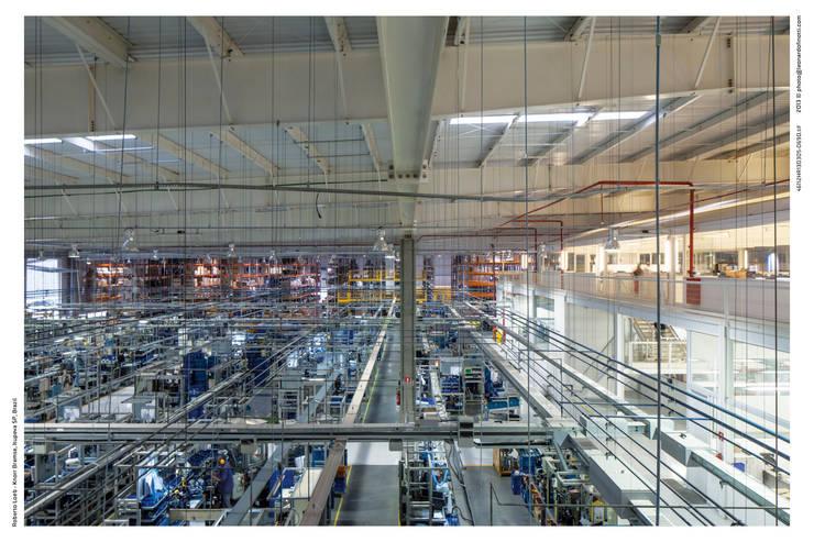 Vista da Produção: Espaços comerciais  por LoebCapote Arquitetura e Urbanismo