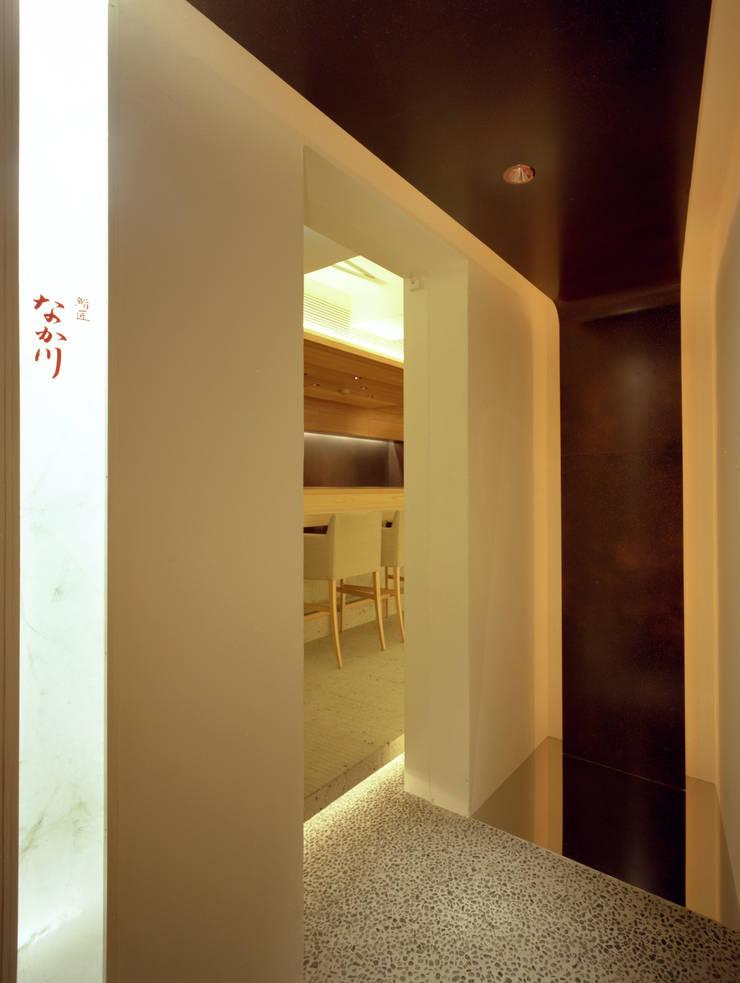 Sushi-sho NAKAGAWA: TotalDesignWorks ROOTが手掛けたレストランです。,ミニマル