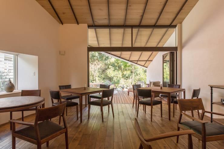 makioto: エコリコデザイン一級建築士事務所が手掛けたレストランです。