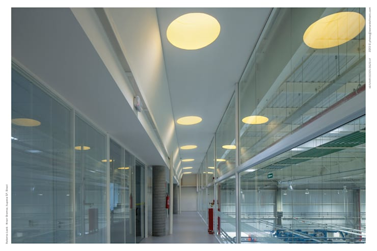Iluminação Zenital: Espaços comerciais  por LoebCapote Arquitetura e Urbanismo