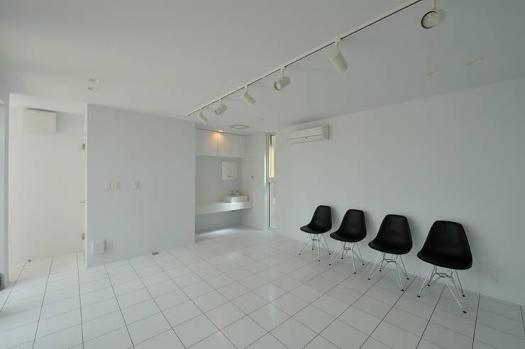 1+n: 加藤一成建築設計事務所が手掛けた書斎です。