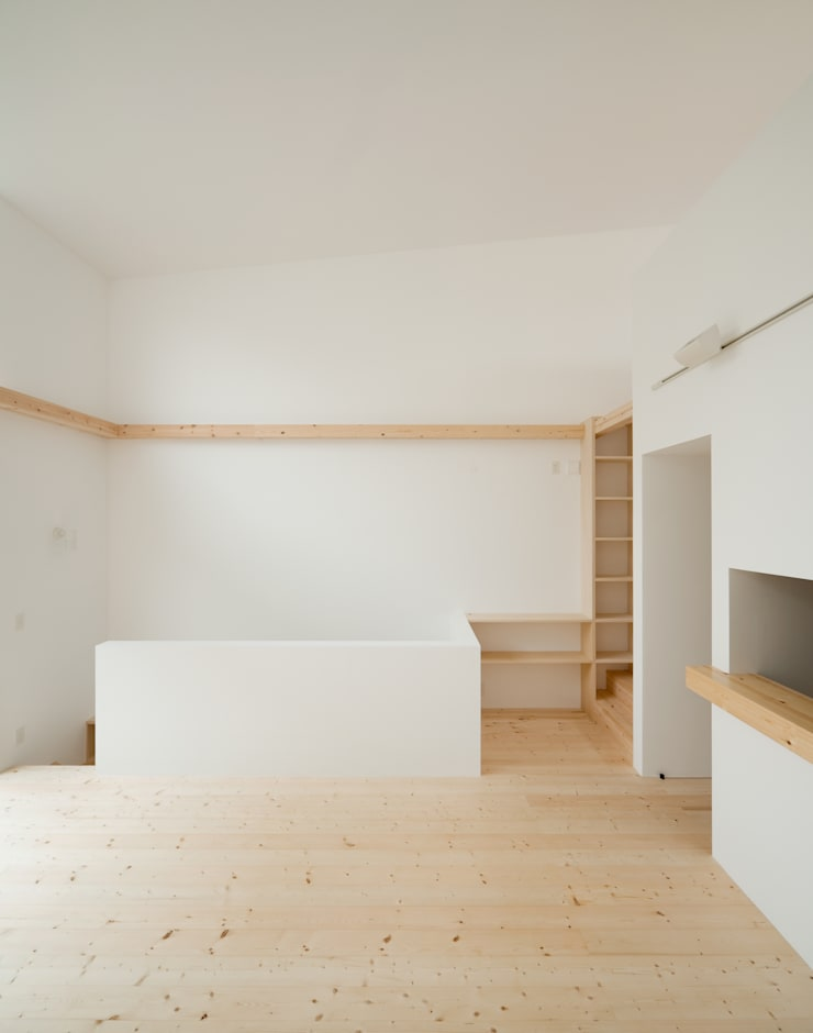 2階 リビング・ダイニング: 井戸健治建築研究所 / Ido, Kenji Architectural Studioが手掛けたリビングです。
