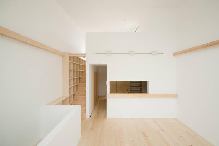2階 リビング・ダイニング: 井戸健治建築研究所 / Ido, Kenji Architectural Studioが手掛けたダイニングです。