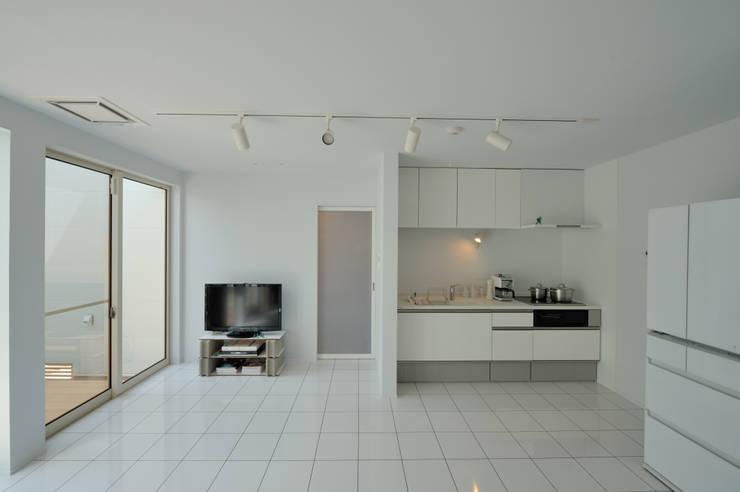 1+n: 加藤一成建築設計事務所が手掛けたリビングです。