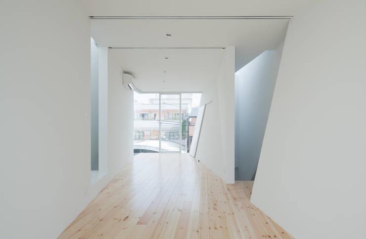 3階子供室: 井戸健治建築研究所 / Ido, Kenji Architectural Studioが手掛けた子供部屋です。
