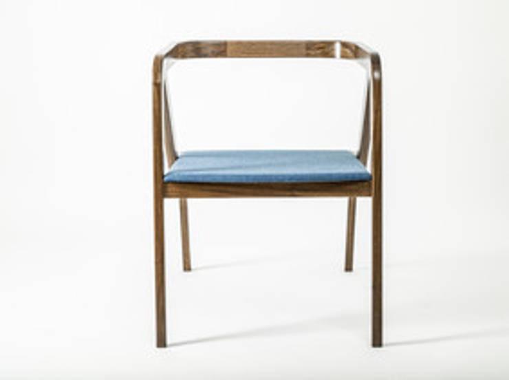 Fauteuil MANTIS: Salon de style  par Good Morning Design
