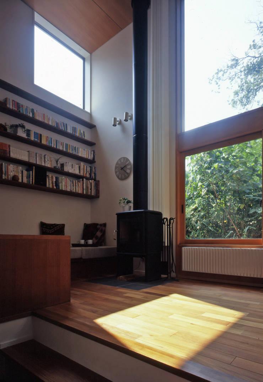 市川の家: 長浜信幸建築設計事務所が手掛けたリビングです。,北欧
