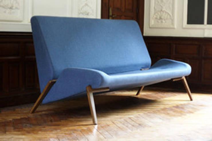 Sofa CANOPEE: Salon de style  par Good Morning Design
