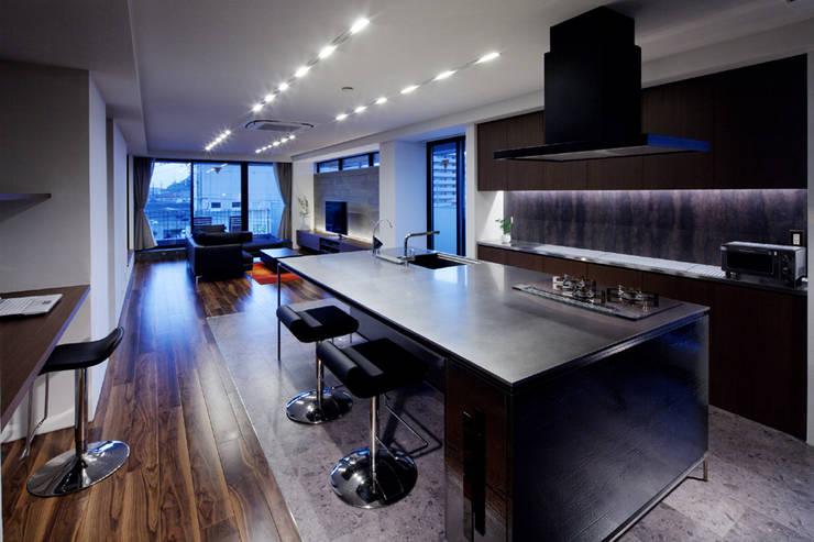 連島の家-kurashiki-: タカオジュン建築設計事務所-JUNTAKAO.ARCHITECTS-が手掛けたダイニングです。,モダン