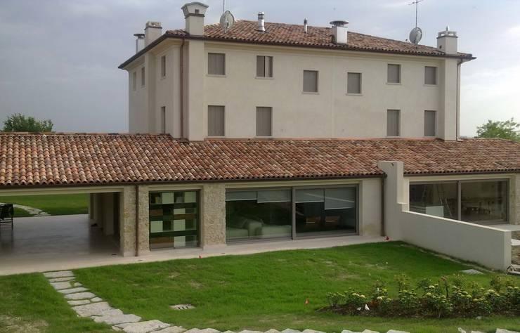 renovation in North Italy:  in stile  di Vegni Design