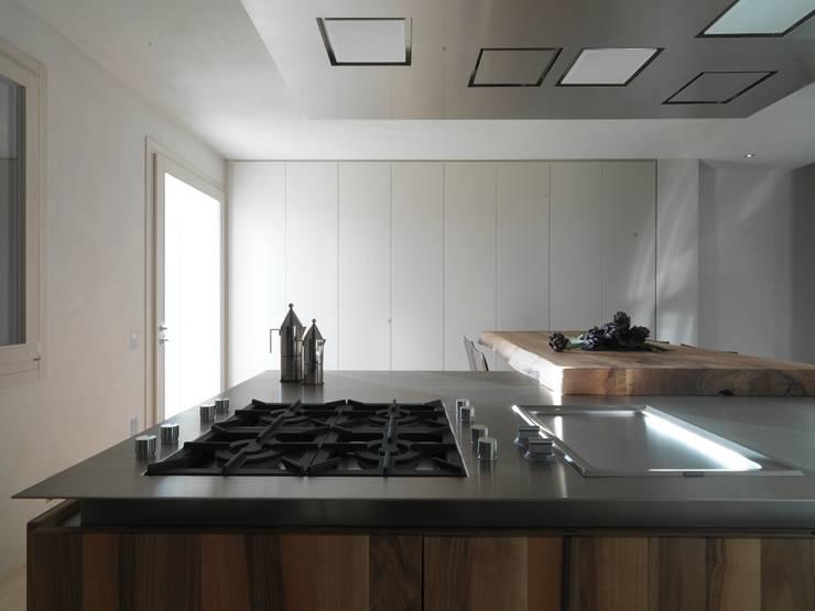 Cocinas de estilo minimalista de Vegni Design Minimalista
