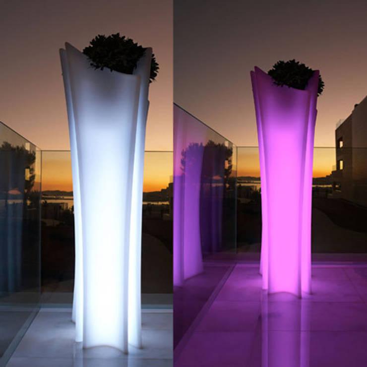 Maceta Alma Iluminada: Jardín de estilo  de Decolight