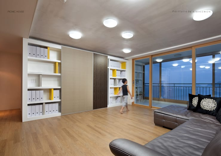 PICNIC HOUSE: designvom의  거실