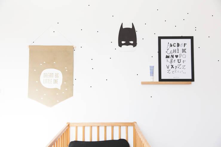 April Eleven : Chambre d'enfants de style  par APRIL ELEVEN
