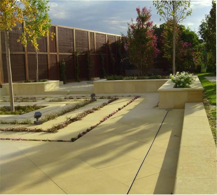 fotos/jardin en Aravaca(Madrid):  de estilo  de Jardines secretos