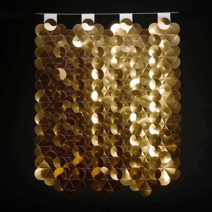 EGO Gold: Hogar de estilo  de DesignCode