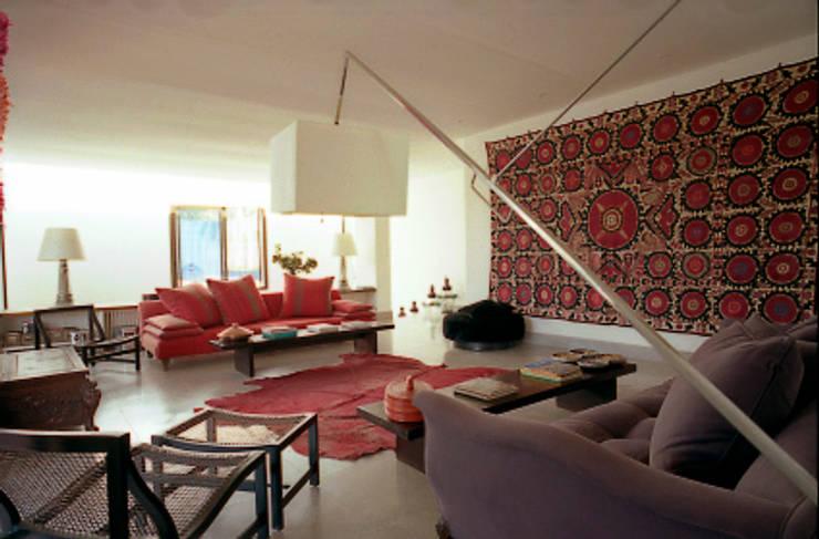 Séjour: Maison de style  par alia bengana architecte