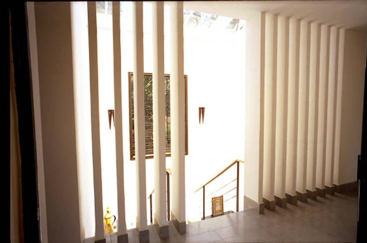 Sécond escalier: Maison de style  par alia bengana architecte