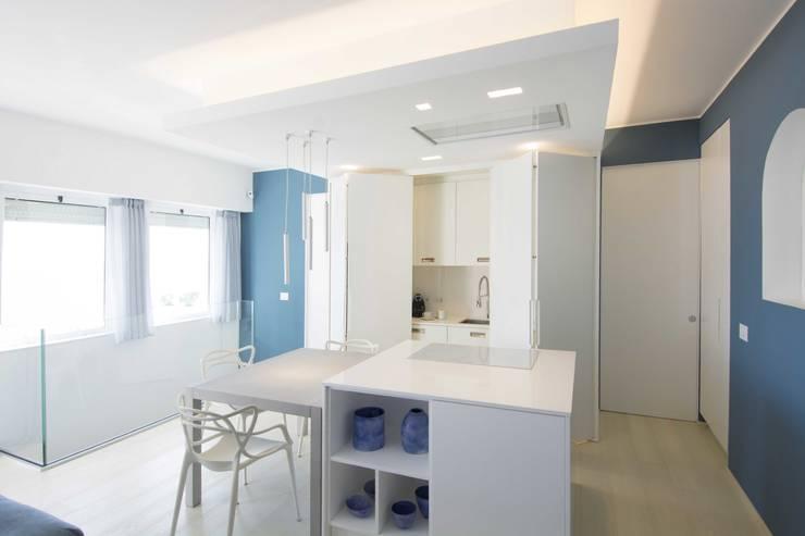 Villa Andora: Cucina in stile  di Architetto ANTONIO ZARDONI , Moderno