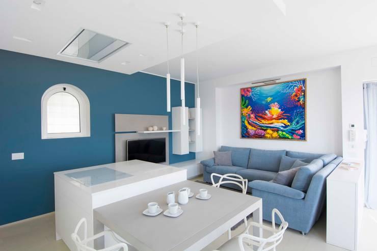 Villa Andora: Soggiorno in stile  di Architetto ANTONIO ZARDONI , Moderno