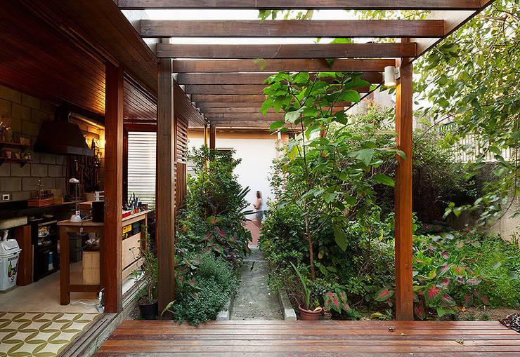 Casas de estilo moderno por ODVO Arquitetura e Urbanismo
